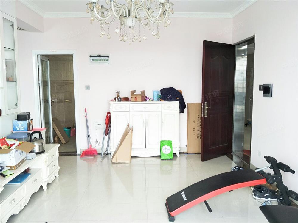 富通城六期豪华装修四房 室内采光好税费少看房方便