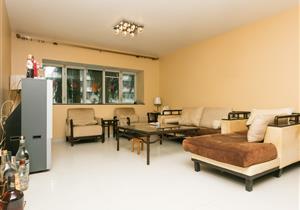 世界花园精装4房156平 小区安静 双地铁口
