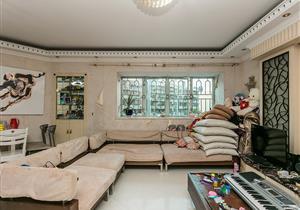 世界花园精装3房146平小区安静 双地铁口 笋盘