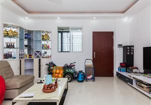 万象天成 一房一厅 家私齐全 看房方便 拎包入住 首次出租