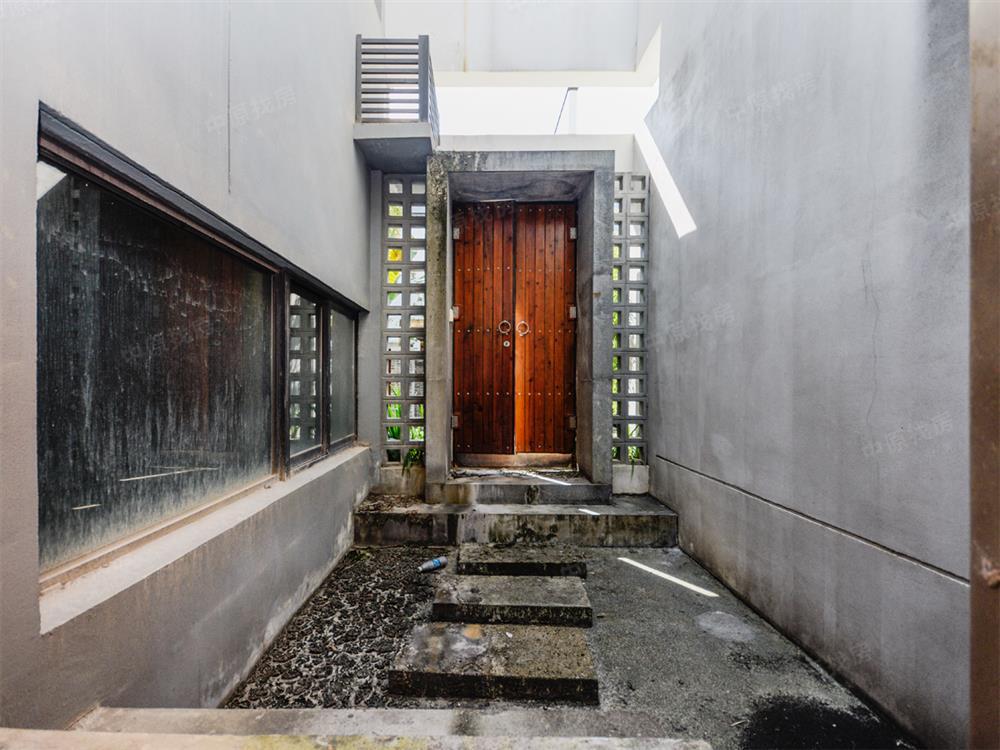 中式庭院别墅 共五层 送180平地下室 三车位