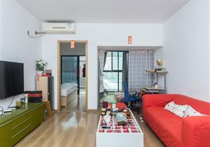 婚房过渡:四海公寓:首付100万买经典2房。