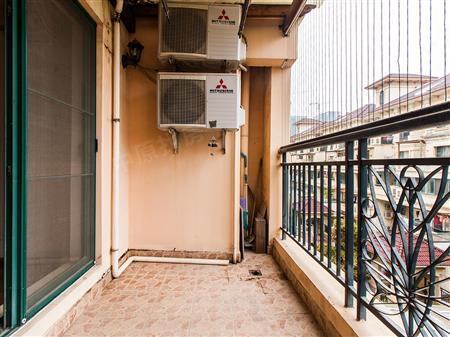 水岸新都欧式洋房 重点客厅出阳台 精装修 满两年 学位在